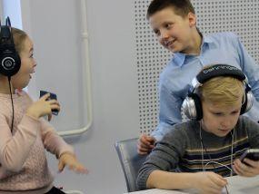 deti-vo-vremja-jekskursii-na-radiostancii-v-den-radio